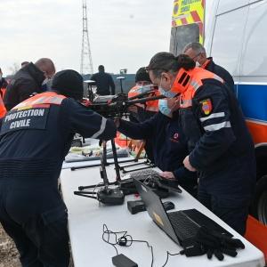 Ein Messgerät ist an der Drohne angebracht © Geert Biermans